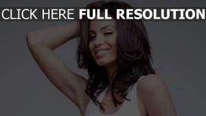 geanina varga cheveux bruns visage actrice