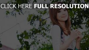 cheveux bruns sourire visage naturel