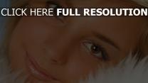 visage yeux bruns gros plan mascara