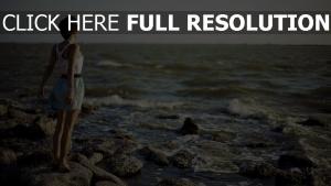 mer méditerranée cheveux courts jupe
