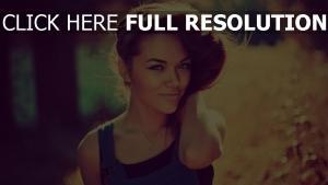 cheveux bruns visage combinaison