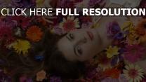 cheveux bruns naturel floraison