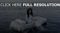 mariée mer pâle triste