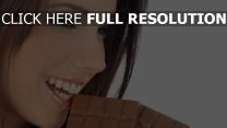 chocolat visage yeux verts bonheur