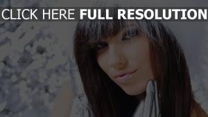 cheveux bruns élégant visage hiver