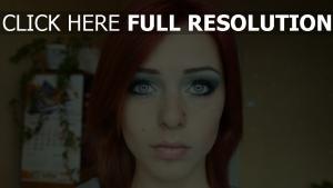 yeux bleus gros plan roux visage