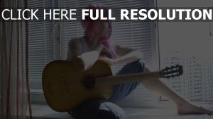 rose cheveux longs fenêtre guitare