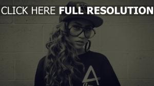 bouclé cheveux lunettes casquette style urbain