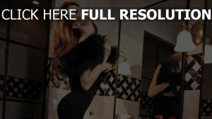 robe de soirée bouclé cheveux sensuel fourrure
