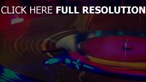 disque vinyle gros plan néon