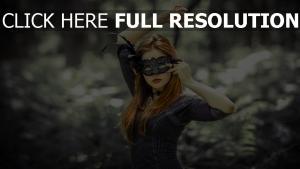 masque roux robe geste
