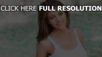 cheveux bruns sourire naturel belle