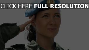 uniforme visage forces spéciales yeux verts