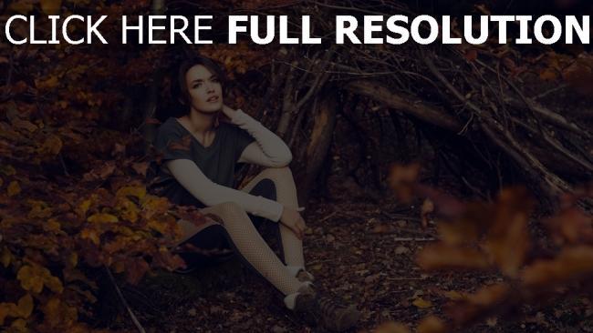 fond d'écran hd brunette forêt feuilles style urbain