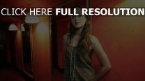 jeanette biedermann cheveux bruns chambre chanteuse