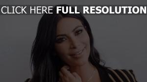 kim kardashian visage brunette sourire