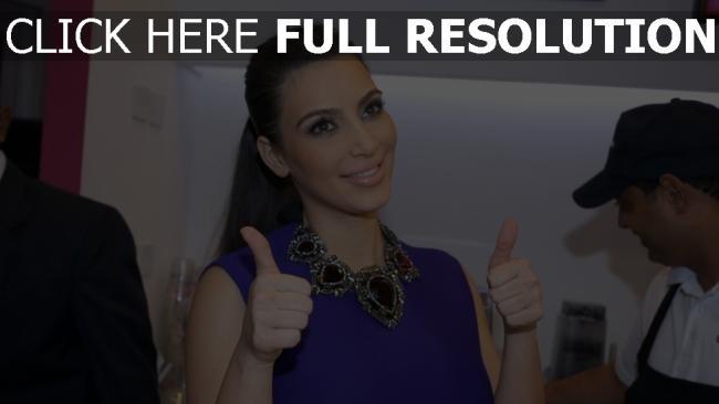 fond d'écran hd kim kardashian geste collier visage