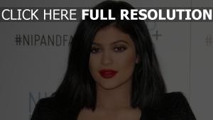 kylie jenner maquillage brunette femme fatale