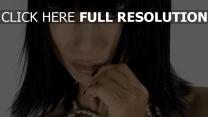 ling bai brunette actrice vue de face