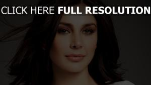 lisa ray ébouriffé brunette actrice