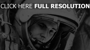 yuri gagarin astronaute noir et blanc