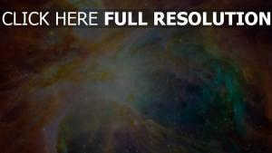 nébuleuse éclatant multicolore