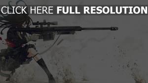 fusil de sniper tirer brunette