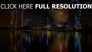 singapour réflexion feu d'artifice nuit