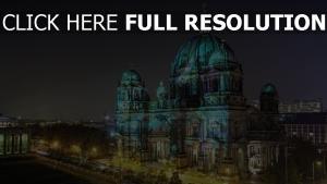 cathédrale de berlin vue de côté rétro-éclairage