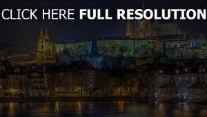 digue nuit rétro-éclairage cathédrale prague
