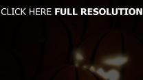 citrouille-lanterne illuminée fonce arrière-plan
